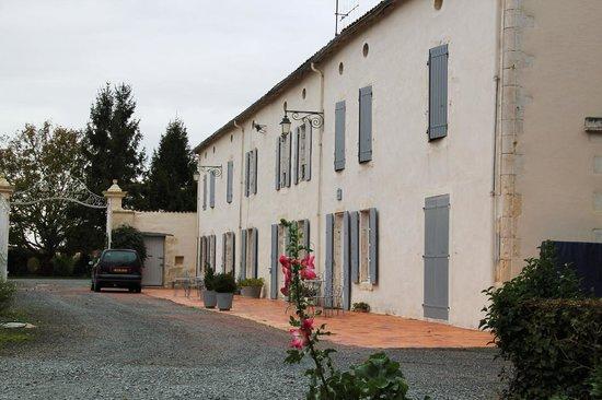 Le Clos de la Garenne : la façade de la cour d'accueil