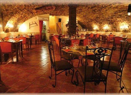la grotte aux fondues toulon restaurant avis num ro de t l phone photos tripadvisor. Black Bedroom Furniture Sets. Home Design Ideas