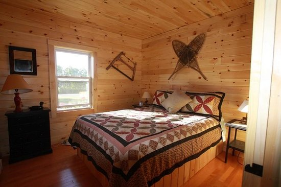 Loon Ridge: Bedroom inside the Mallard Cottage