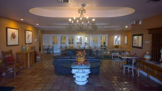 Windmill Suites in Surprise: Lobby and reception