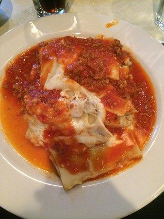 Bella Vista: $6.99 lunch lasagne