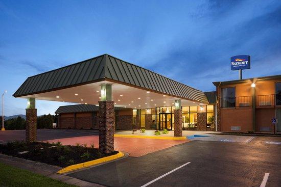 Baymont Inn & Suites Salem Roanoke Area: night view