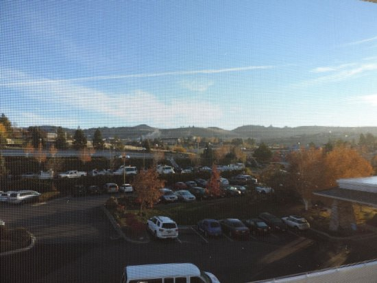 Shilo Inn Suites Hotel - Klamath Falls: OT Campus from east side of campus near dorms