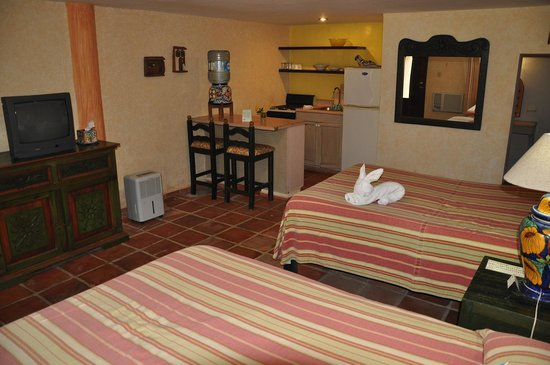 Hacienda San Miguel Hotel & Suites: Room/Kitchenette