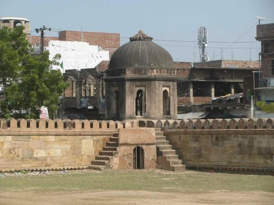 Sasaram - Tomb of Hasan Khan Suri - Enclosure Wall