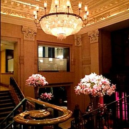 Clement at The Peninsula New York: Lobby do Hotel