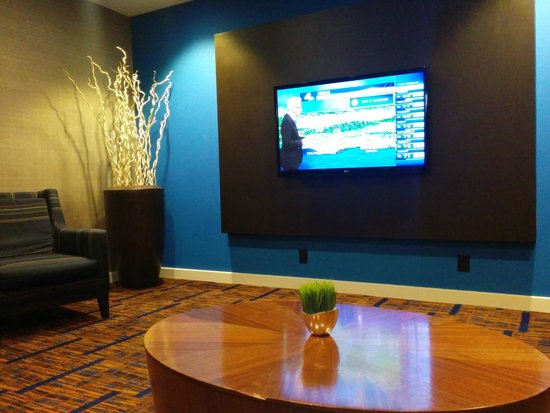 Courtyard Los Angeles Hacienda Heights/Orange County: Lobby lounge for HDTV viewing w. comfortable sofa & chairs