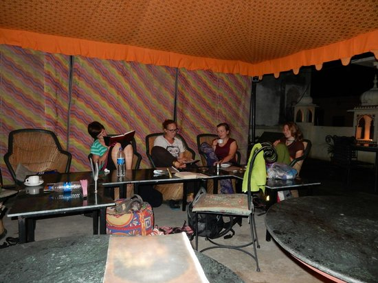 Vinayak Guesthouse: Colorful terrace