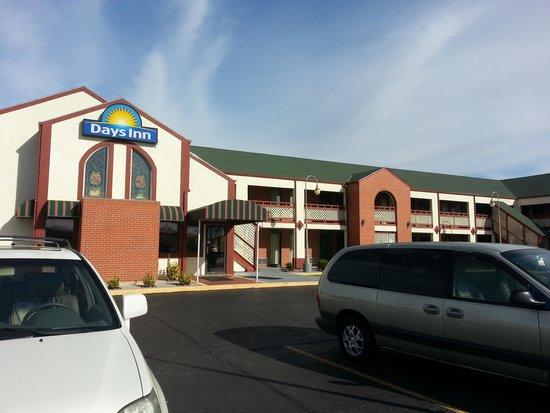 Days Inn Wichita West Near Airport: Exterior
