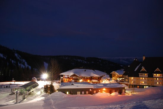 Schweitzer Mountain Resort Lodging: Village at Night
