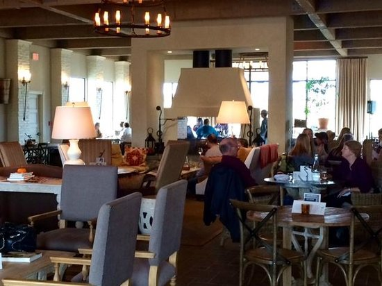 """Early Mountain Vineyards: It's like a """"Great Hall"""" tasting room."""