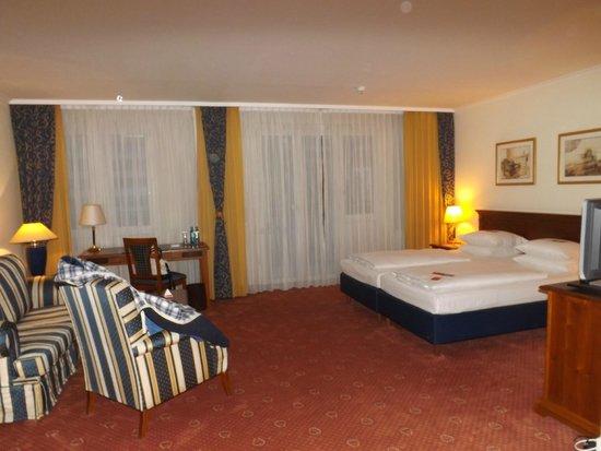 Hyperion Hotel Berlin: Zimmer - sehr geräumig!