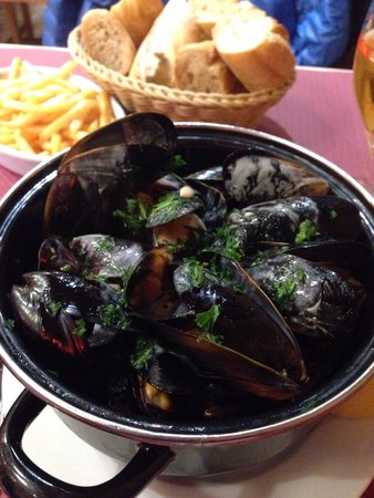 Pizza Oskian : Mussels fries beer 15€