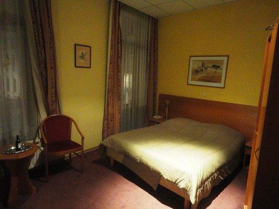 Hans Memling Hotel: Номер на одного