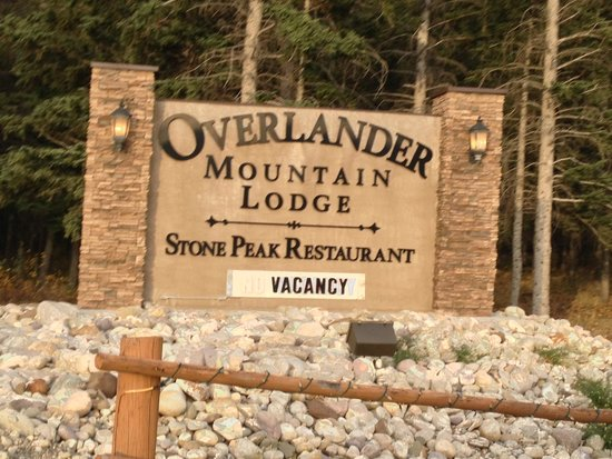 Overlander Mountain Lodge: signage