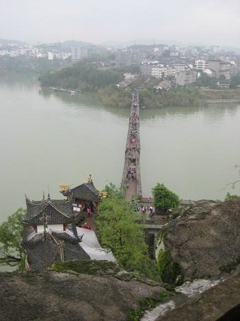 The 'drunken bridge' access to the Shi Bao Zhai temple