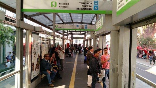 Hotel Benidorm: Estação Metro Bus em frente ao hotel