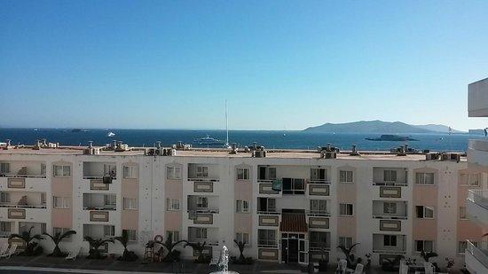 Apartamentos Tropical Garden: Uitzicht vanaf appartemento p de 3e verdieping