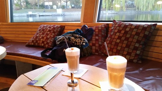 Van Loon: Latte Macchiato im Schiff