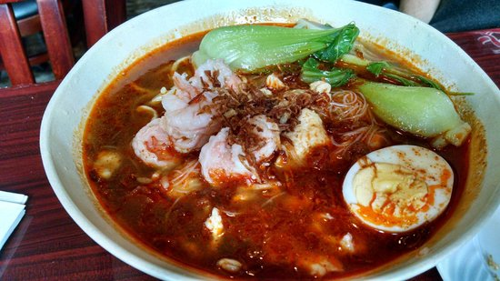 Straits of Malacca: prawn noodles (spice it up for a kick !)