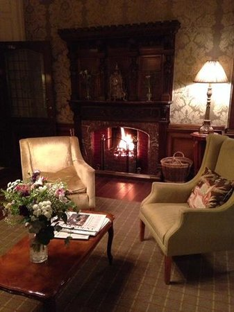 Merewood Country House Hotel: cosy lobby
