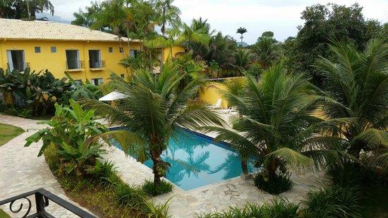 Imperatriz Paraty Hotel: Vista da piscina pela varanda do quarto