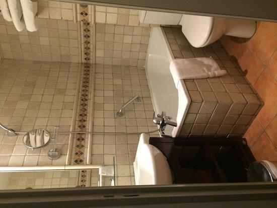 Hôtel Relais Acropolis: Bathroom