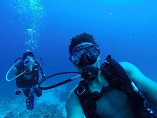Island Divers Belize: Future dive masters.