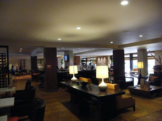 DoubleTree by Hilton San Francisco Airport: reception/lobby/breakfast area...
