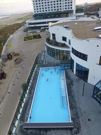 Blick aus unserem zimmer auf das au enschwimmbecken bild for Hotelzimmer warnemunde