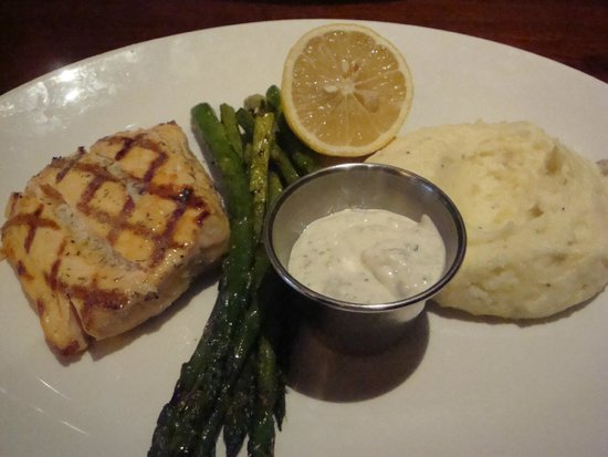Houlihan's: Grilled salmon, asparagus and mashed potatoes
