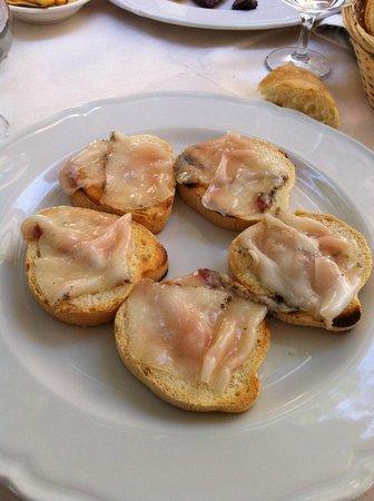 Trattoria Piazza di Gioco: crostoni con lardo di cinta senese