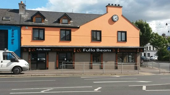 Fulla Beans Coffee & Food Bar: From the outside