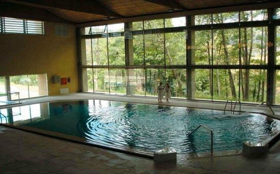 Piscina climatizada del salugral fotograf a de casa rural for Casas con piscina interior fotos