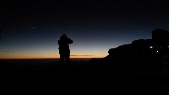 Luna Rossa: alba nel monte sinai