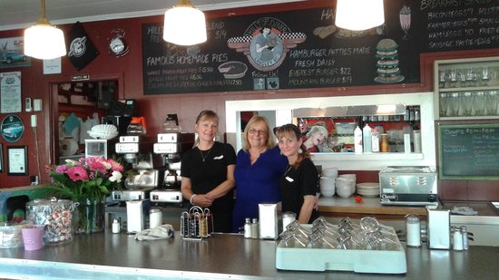 Hilltop Diner Cafe: Friendly owners and staff