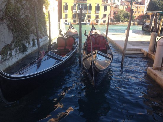 Hotel San Samuele: Just minutes from many beautiful canals