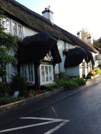 Hoops Inn: front of inn
