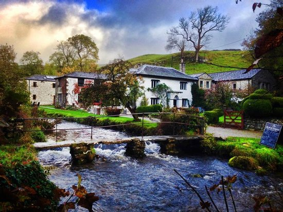 Malham, UK: Beck Hall, a little hotel by a stream