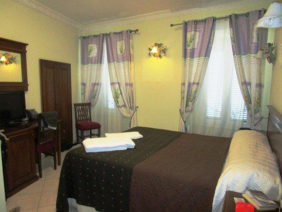 Hotel De Monti: room