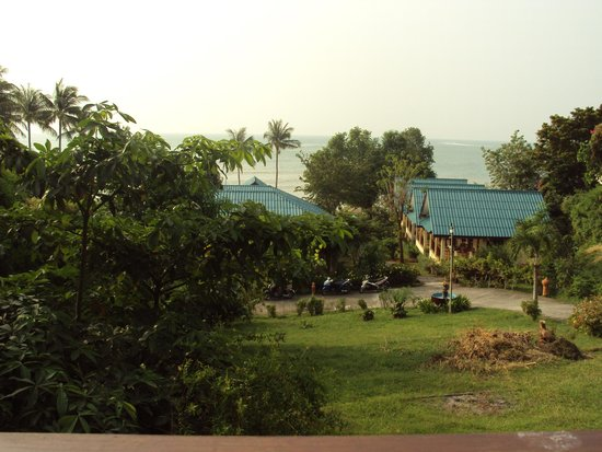 Three Trees Samui Resort : The view as we had breakfast served