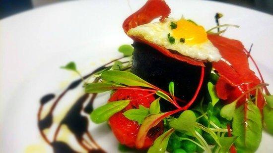 Lesbury, UK: Homemade Black pudding and Quails Egg Starter