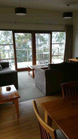 Stewarts Bay Lodge: living room