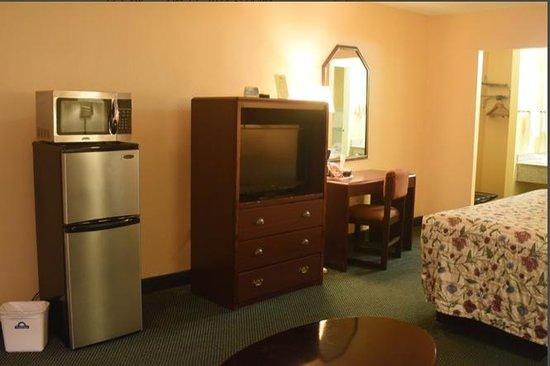 Days Inn Alexandria South: frig/freezer/microwave