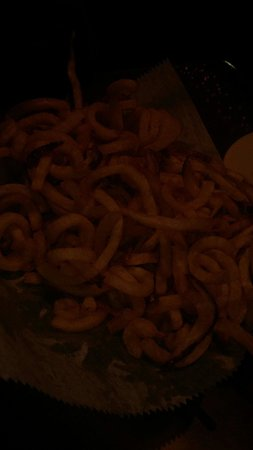 Rooster's Restaurant: Basket of fries