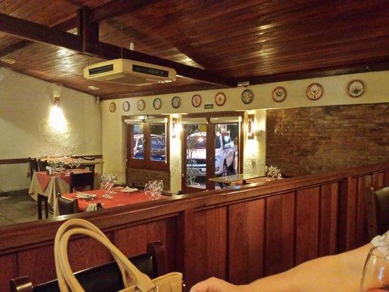 La Cave: Interior do restaurante