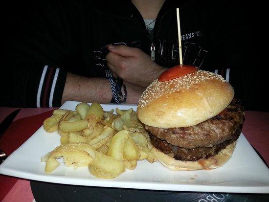 xxl burger picture of 50 39 s ristoburger rezzato tripadvisor. Black Bedroom Furniture Sets. Home Design Ideas