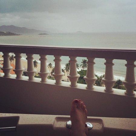 Sunrise Nha Trang Beach Hotel & Spa : Room 1005. In the balcony spa