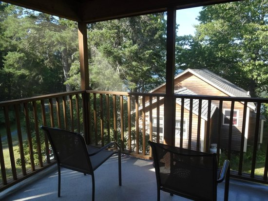 Woodland Park Cottages : Porch View
