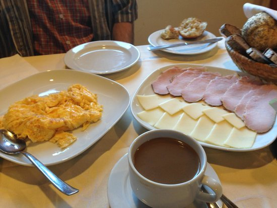 Tourist Farm Joannes: eggs with home smoked ham and local cheeses